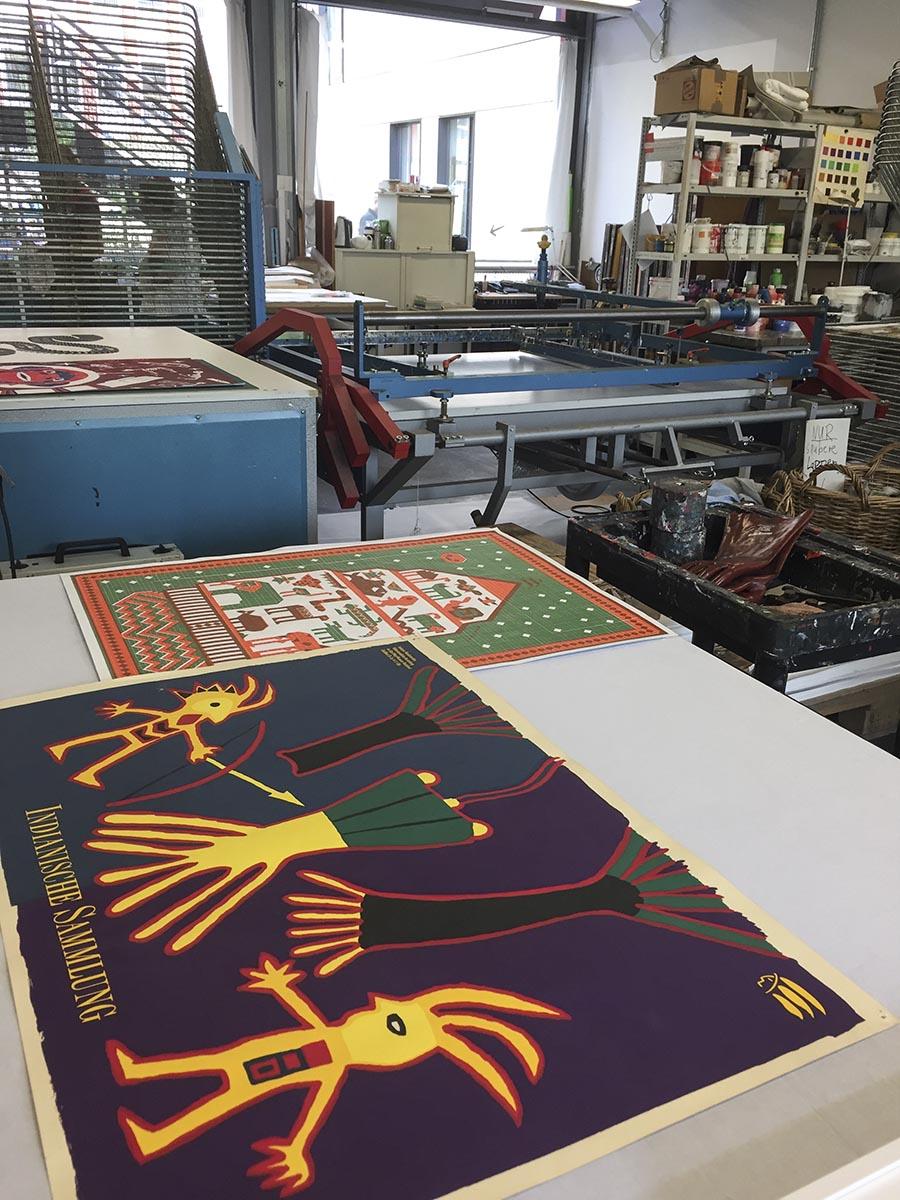 Riesige Plotter, Handsatz, Siebdruck, Bleisatz, Lithowerkstatt. Steindruck, Holzdruck und Radierungen