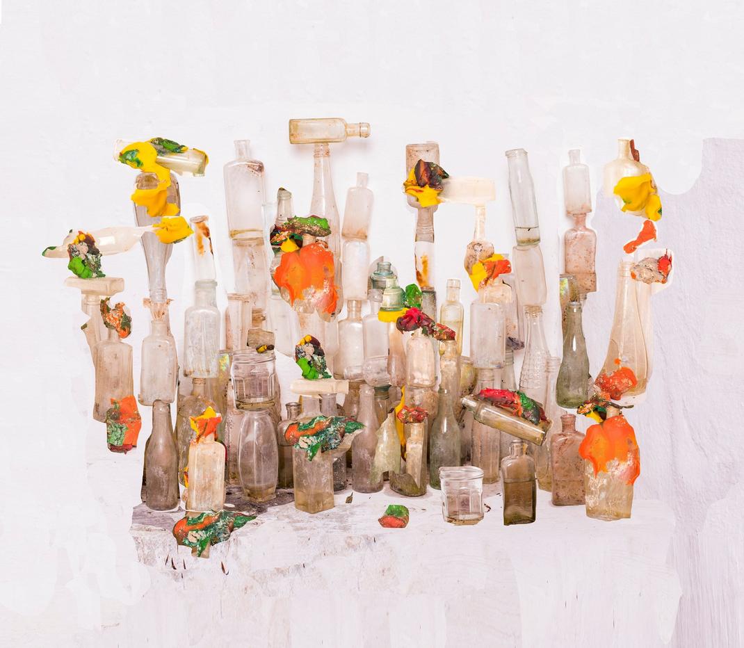 Nico Krijno, Playdough und Flaschen
